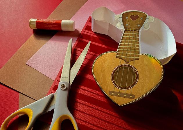 heart-box-ukulele-valentine-1 -kit168.com